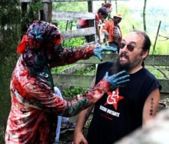 Zumbi de Zombio 2 atacando Petter Baiestorf