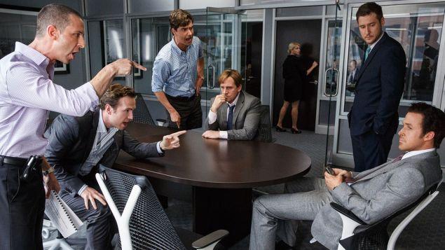 A produção apresenta de forma quase didática a crise financeira que começou nos Estados Unidos (Crédito: Paramount Pictures/ Divulgação)