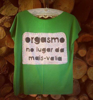 Camiseta artesanal do coletivo (Foto: divulgação)