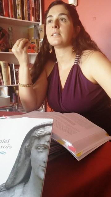 A dramaturga Elisa Lucas procurou um viés antropológico para a peça (Foto: Priscila Pasko)