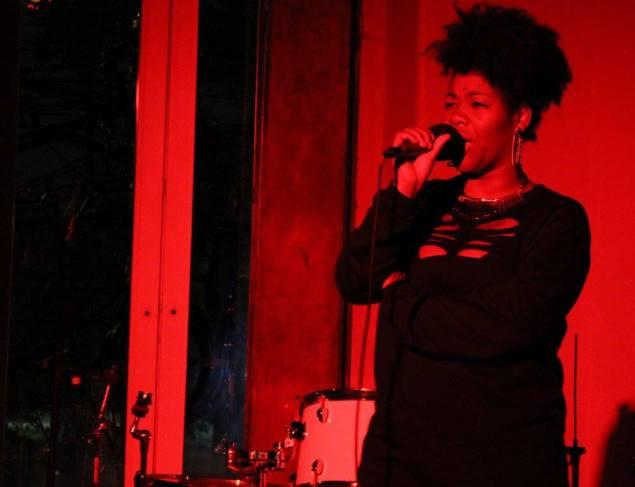 A rapper Negra Jaque levou representatividade e empoderamento negro ao festival (Foto: Duda Rocha)