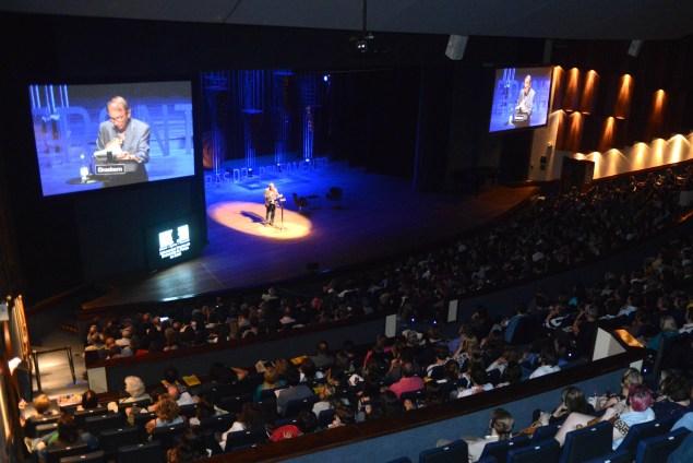 Público grande para escutar o escritor Michael Houellebecq ( Luiz Munhoz / Fronteiras do Pensamento)