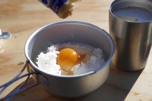 玉子ご飯と残り物スープ