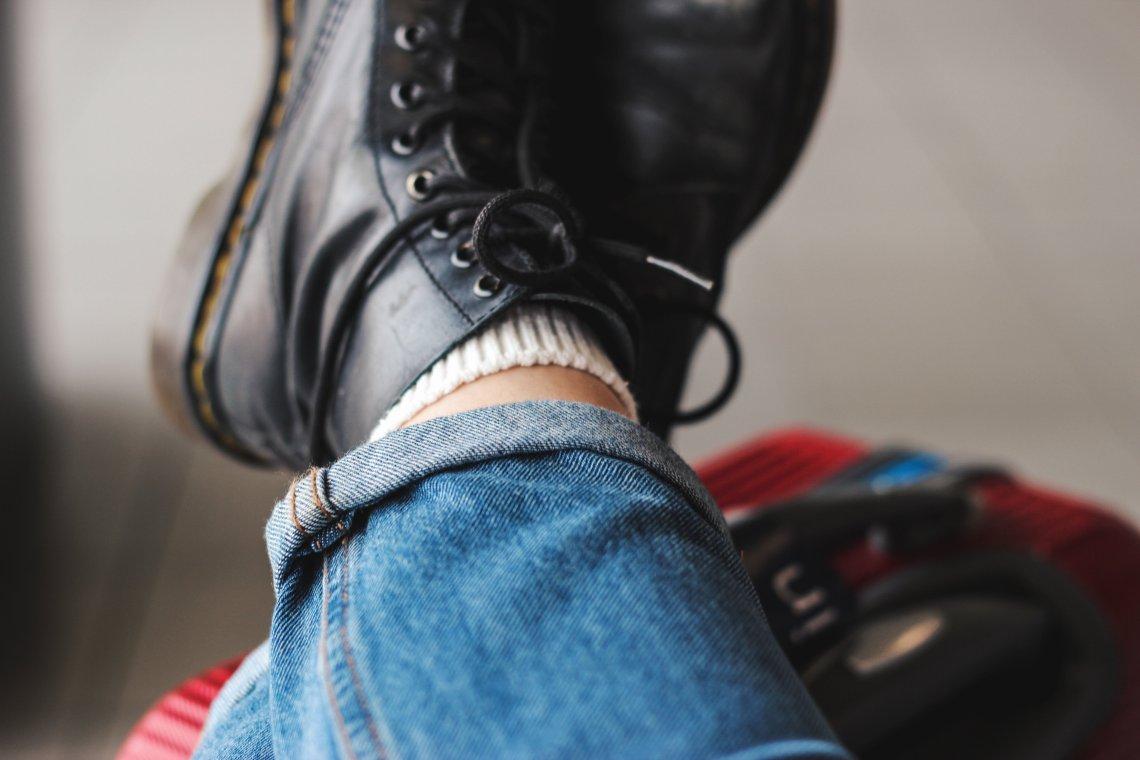 Fall Bucket list & Autumn Photography Challenge October winter boots dr martens
