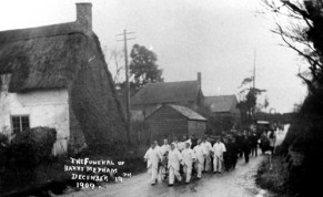 1909 Holt Street cross-roads. The funeral cortege of Harry Mepham, another worker employed at the nearby Snowdown Colliery. . Once again, it's interesting to note that several of the mourners are wearing their distinctive working clothes. In the background is the old Holt Street Cottage, now Old Cooky's. On the left is a now long demolished cottage which occupied what is now the garden of the first house in Johnson's Terrace.