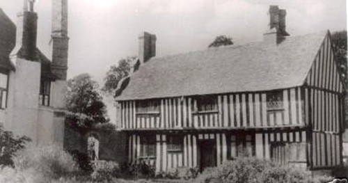 Bonnington Farm, once the main residence of the Boys family. The early 15th century timbered building i(probably built on the site of an earlier house) s connected to the newer brick built 16th house on the left by a courtyard