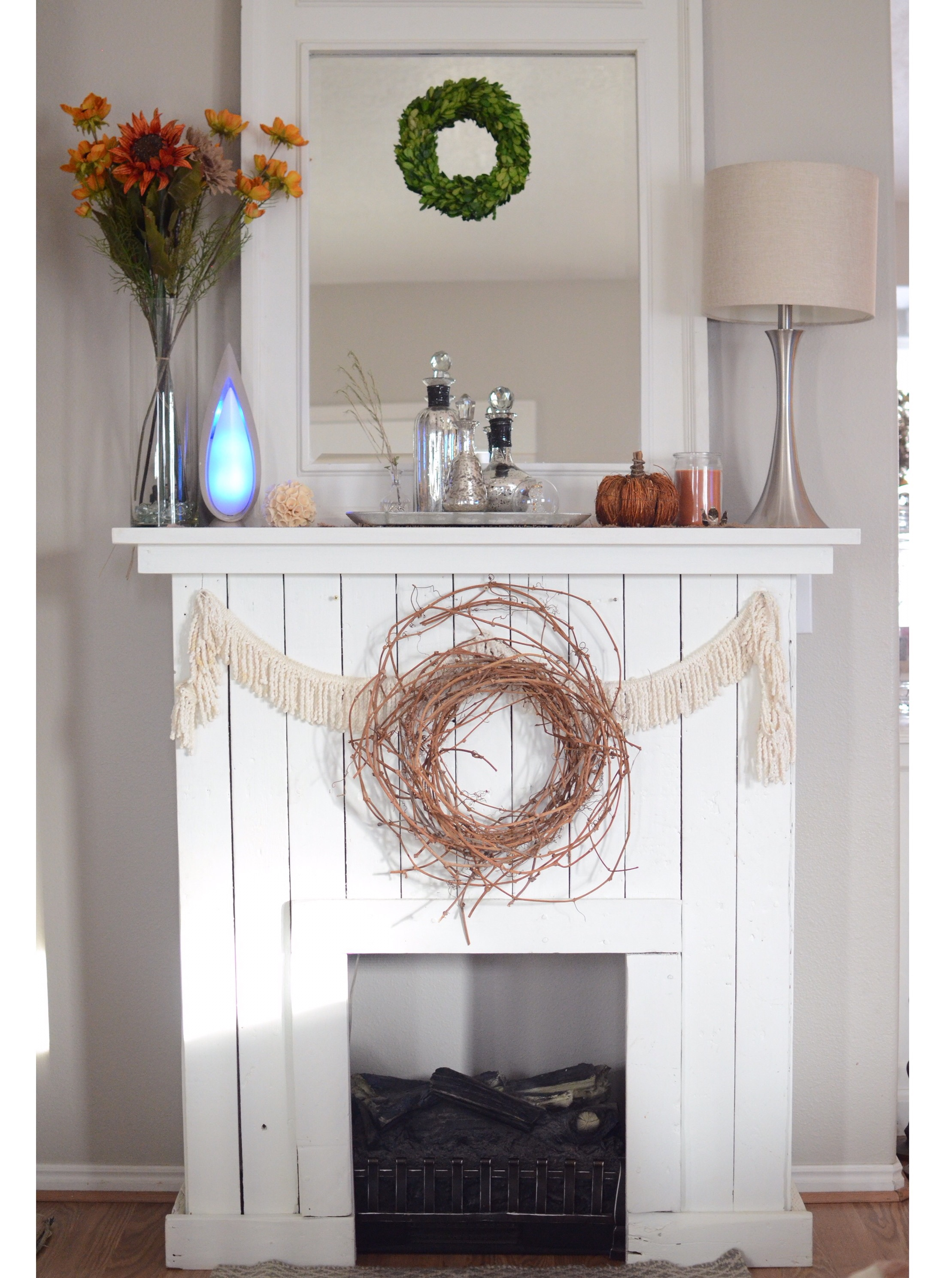 DIY Pallet Fireplace/Mantle - Noni's House