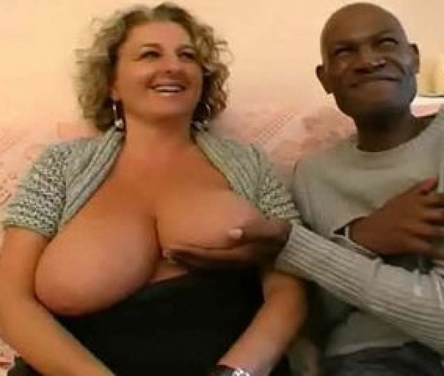 Big Tits Milf Hooker Gangbanged By Black Dudes In Living Room