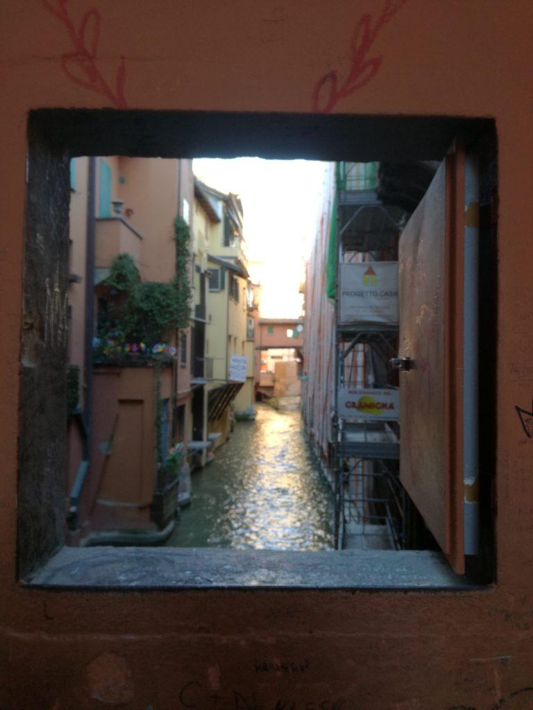 Non solo viaggi mentali - Bologna - via Piella