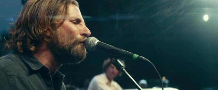A Star Is Born frasi e citazioni tratte dal film di Bradley Cooper con Lady Gaga, microfono