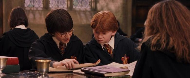 Harry Potter e la pietra filosofale frasi, citazioni e dialoghi di Chris Columbus con Daniel Radcliffe, Rupert Grint, Emma Watson, libri