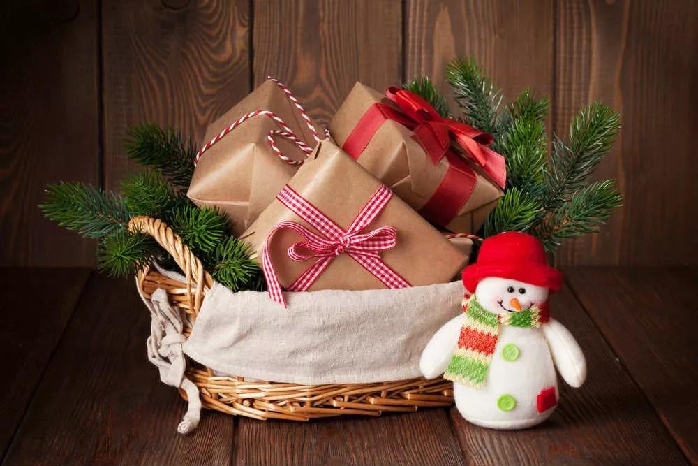 Non sempre il cesto natalizio deve contenere per forza prodotti alimentari, esistono anche varianti a tema casa o a tema figli e bambini. Cesto Natalizio Fai Da Te Non Sprecare