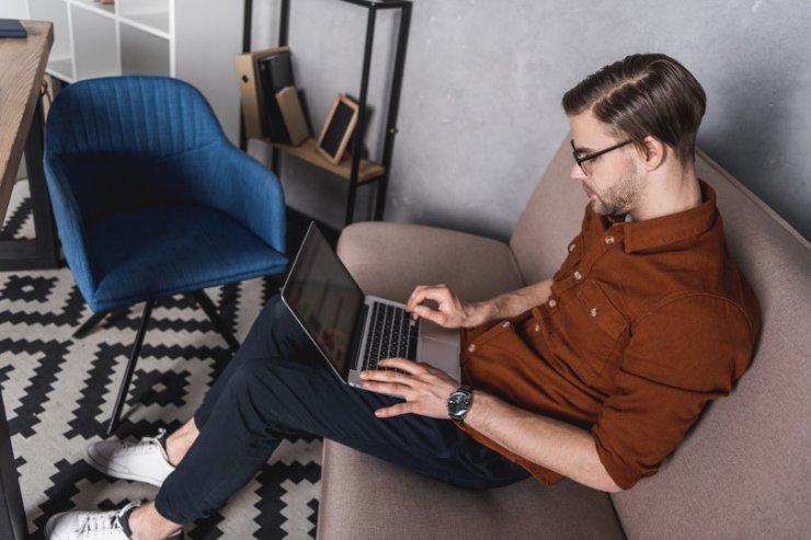 Business blogger blogging