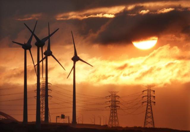 我國在二○二五年非核之後,電力如何規畫?經濟部能源局一份簡報透露,必須透過新增燃氣機組、燃油機組延後除役,才能「保證有電」。記者陳易辰/攝影