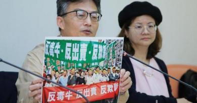 蘇偉碩(左)是醫界反美牛的代表人物,當時立法院民進黨團總召柯建銘還曾邀他向全體民進黨立委上課,解釋瘦肉精的危害。圖/聯合報系資料照片