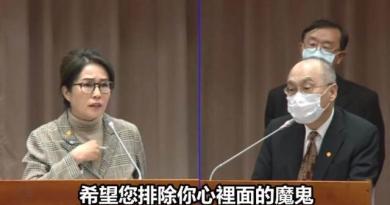 無黨籍立委高金素梅(左)、故宮博物院院長吳密察(右)。(圖/翻攝高金素梅臉書)