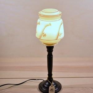 retro tafel lamp glas aan