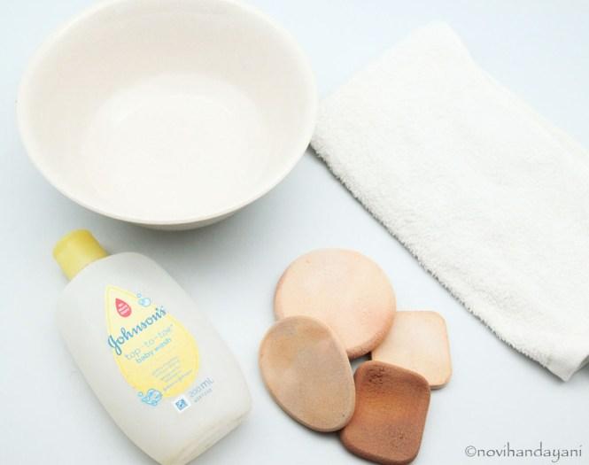 membersihkan spons makeup