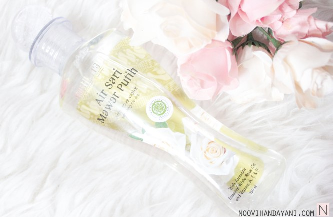 Beauty: Review Mustika Ratu Air Sari Mawar Putih