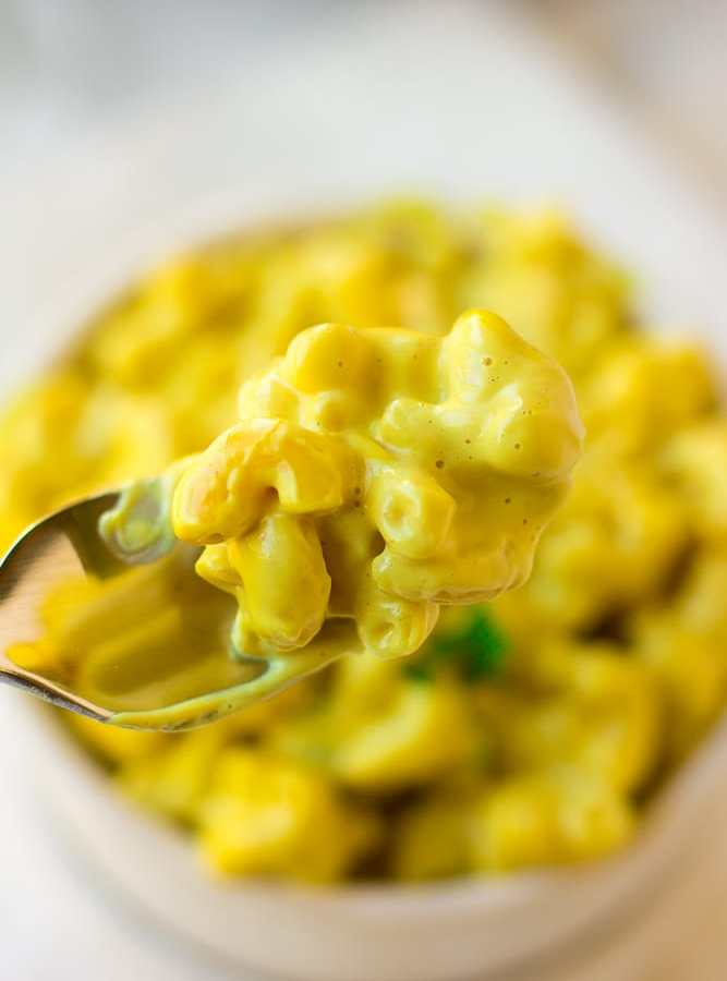 Easy Vegan Mac and Cheese Recipe (Stovetop or Baked)