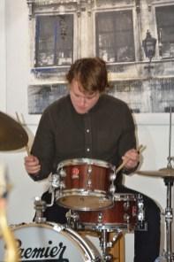 Leo på trummor