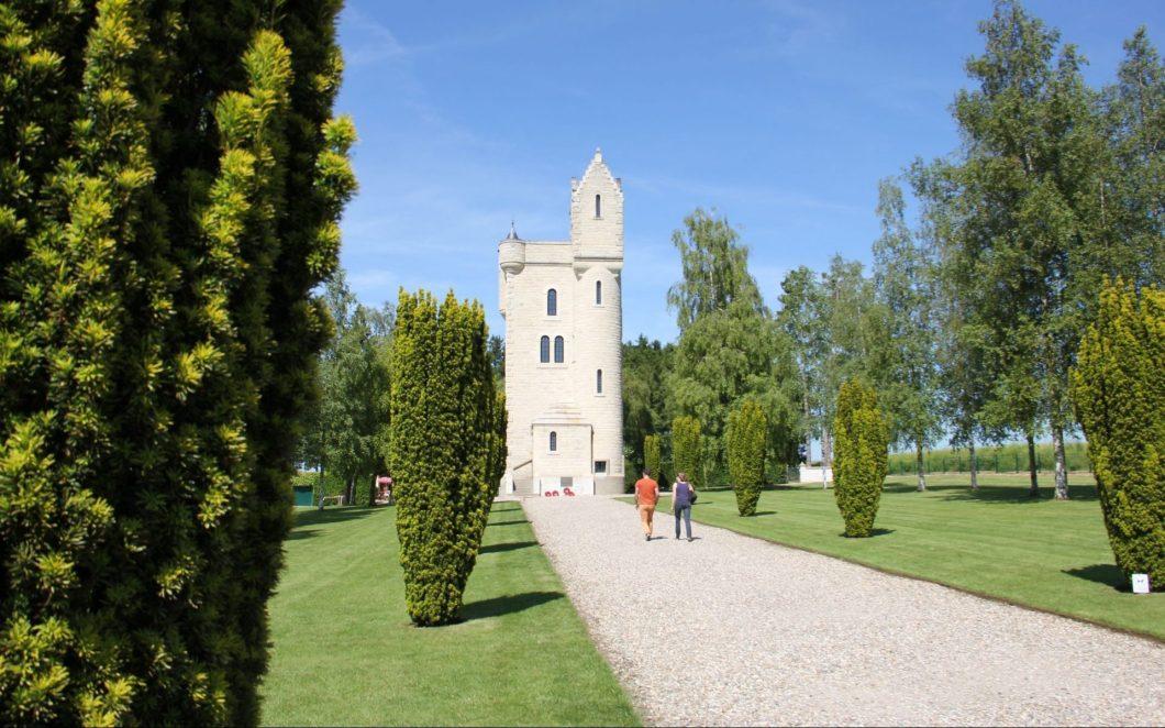 Erinnerungskultur und grüne Natur im Tal der Somme