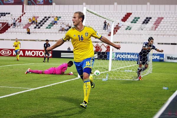 131028, Fotboll, U17, VM, Œttondelsfinal, Japan - Sverige: Gustav Engvall, Sverige jublar efter 2-0 Foto: Handout / BILDBYRN - SWEDEN ONLY