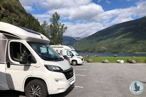 Mit dem Wohnmobil parken direkt am Fjord