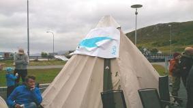 Hadde stilt opp med egen lavvo i anledning aksjonen mot sjødemoni lørdag 25. august 2013 i Kvalsund.