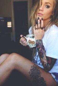 tattoo girl koffie