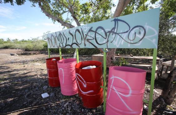 En Mazatlán, recién estrenado, 'grafitean' el 'malecón de los pobres'