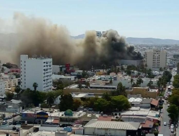 Se incendia Cinemas Gaviotas de Mazatlán; colapsa tráfico en la Zona Dorada