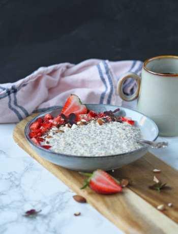 Overnight oats med lakrids og jordbær