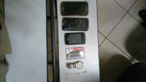Material apreendido com dupla acusada de roubo na capital