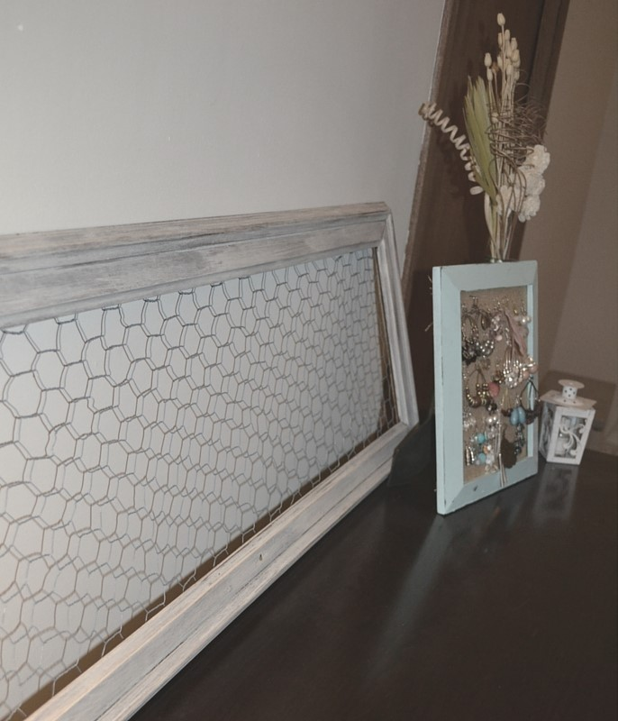 DIY Chicken Wire Picture Frame