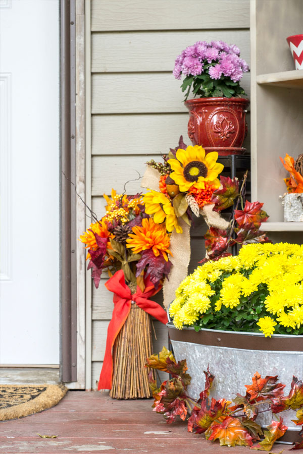 traditional fall porch decor