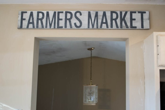 farmers-market-rustic-sign2-1-of-1