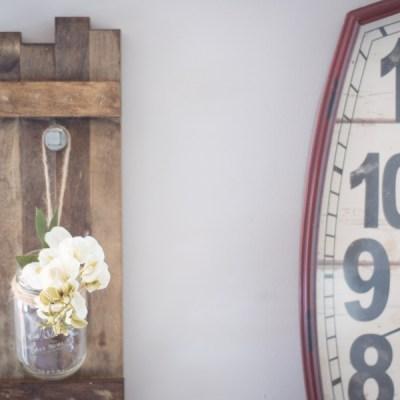 DIY Wooden Farmhouse Mason Jar Holder