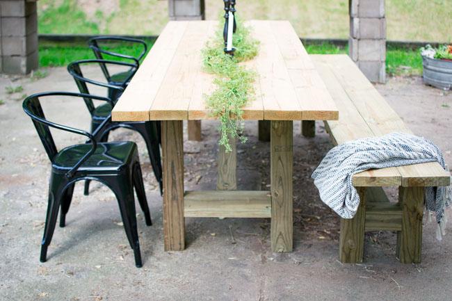 How To Diy An Outdoor Farmhouse Patio Table
