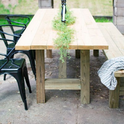 DIY Outdoor Farmhouse Patio Table