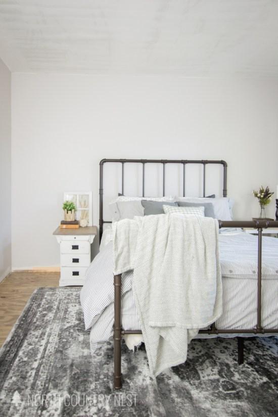 rustic farmhouse guest bedroom