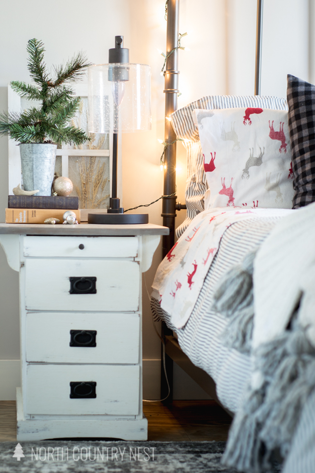 guest bedroom holiday decor