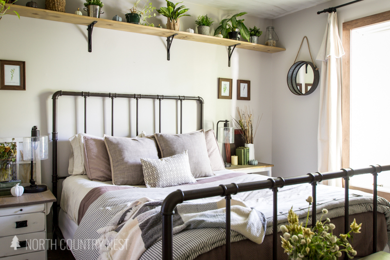 guest bedroom fall decor