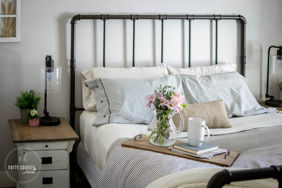 Simple Spring Decor for the Guest Bedroom