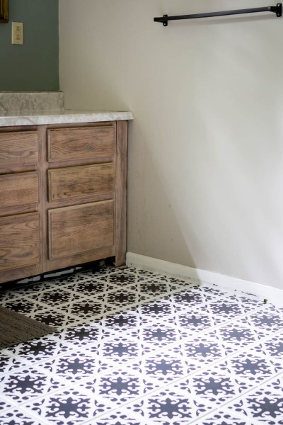 How to paint bathroom floor tile with stencil and chalk paint