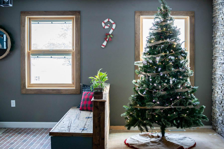 Sharing simple and rustic holiday decor for the living room |Living Room Christmas decor | North Country Nest #northcountrynest #holidaydecor #holidaylivingroom#christmaslivingroom#christmasdeor