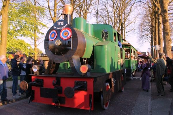 trein optocht beetsterzwaag koningsdag 2015
