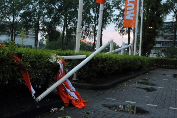 vlaggenmasten geknapt valwind windhoos drachten