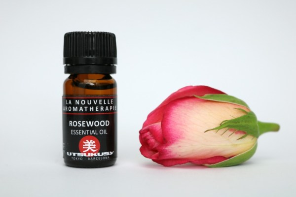 utsukusy-rosewood-essential-oil
