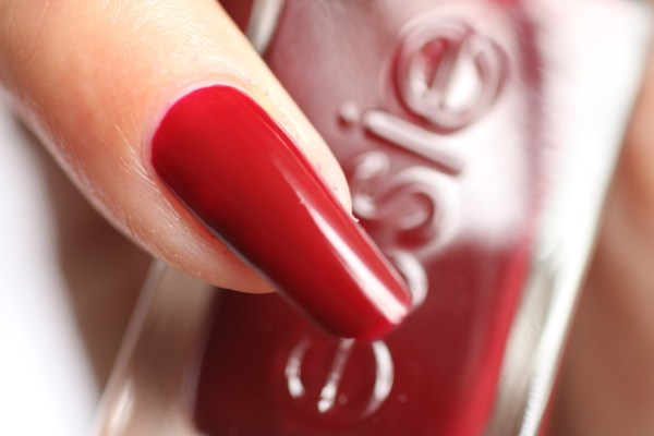 19-essie-spiked-with-style-close-up